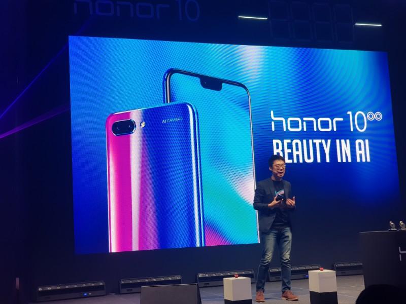 搭载变色极光镀膜后背、Kirin 970、24MP+16MP AI智能摄像等,honor 10以RM1699的价格正式发售!