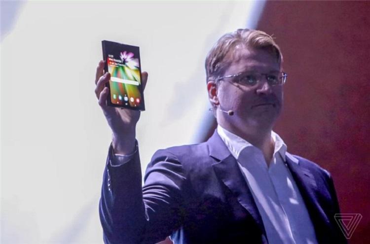 Samsung可折叠手机终于来了!同时还有4款特殊屏!
