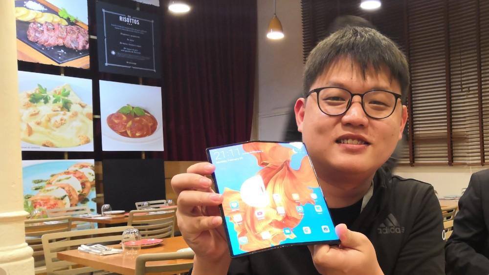 MWC 2019 Huawei Mate X抢先试用!折叠手机上手体验!