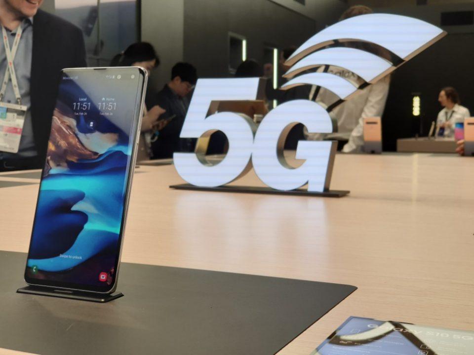 MWC 2019 Samsung Galaxy S10 5G试用:以上帝之眼观看球赛的一个概念!