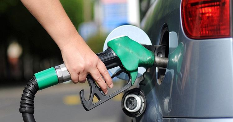 """哪里打油便宜?3月29日起各地的打油站油价不一,""""MyPetrol"""" App让你知道哪里可以打便宜油!"""