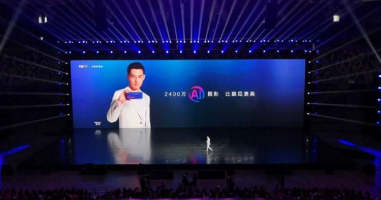 honor 10上海亮相:颜值出众,搭载Kirin 970处理器,6GB RAM+128GB ROM!